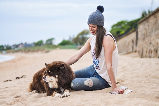 Thankfifi- 7 For All Mankind Tiwi jeans - distressed denim on Elie beach-21
