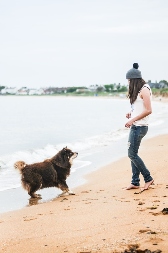 Thankfifi- 7 For All Mankind Tiwi jeans - distressed denim on Elie beach-25