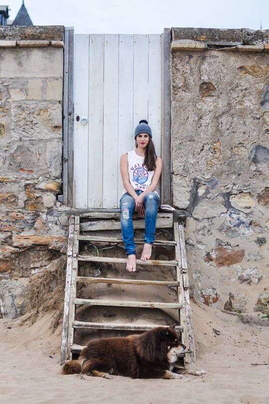 Thankfifi- 7 For All Mankind Tiwi jeans - distressed denim on Elie beach-9