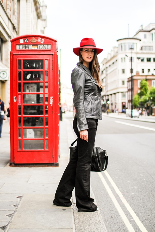 Thankfifi- A red fedora on the streets of London