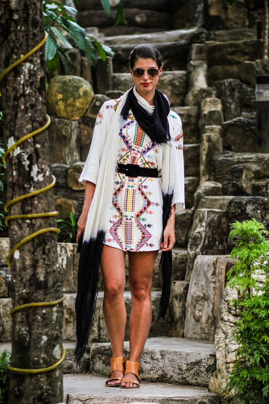 Thankfifi- Kate Moss Topshop embroidered tunic at Thean Hou temple-3