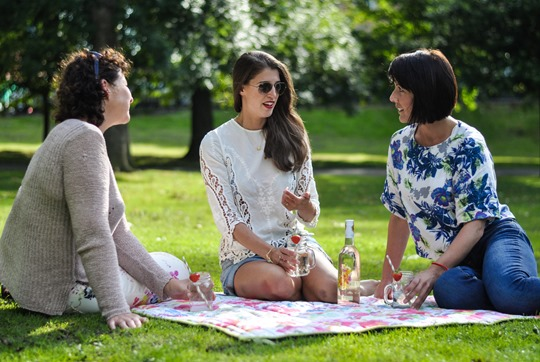 Thankfifi - Fashion blogger picnic - Castaway Spritz in Kilner jars & stripey straws-8