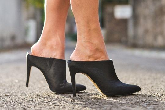 Thankfifi- sleeveless trench, breton top & ponyskin mules - fashion blogger streetstyle-15