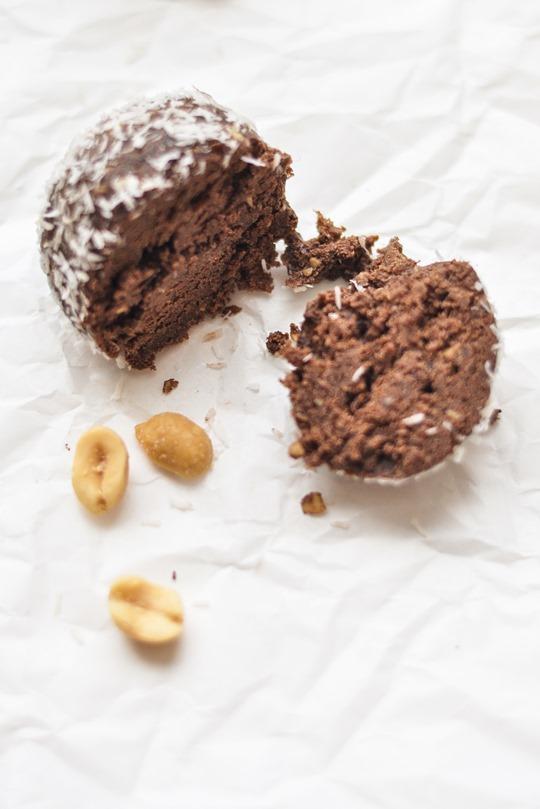 Thankfifi- Healthy chocolate peanut butter protein balls recipe-12