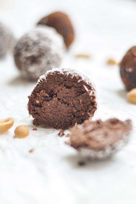 Thankfifi- Healthy chocolate peanut butter protein balls recipe-13