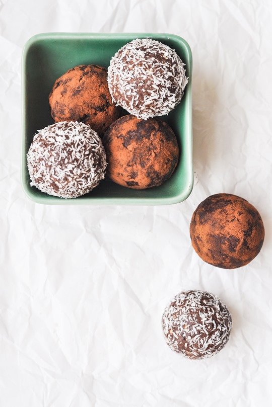 Thankfifi- Healthy chocolate peanut butter protein balls recipe-4-2