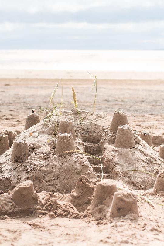 Thankfifi- Troon beach, Scotland - T by Alexander Wang stripe tank & Reiss yellow fedora-17