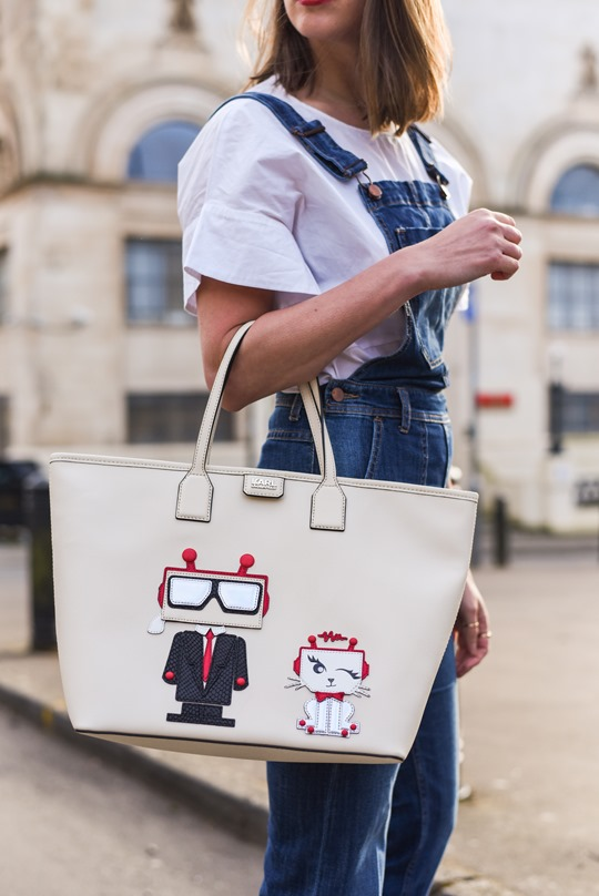 Karl Robot shopper bag & H&M Trend cropped overalls - Thankfifi street style-5