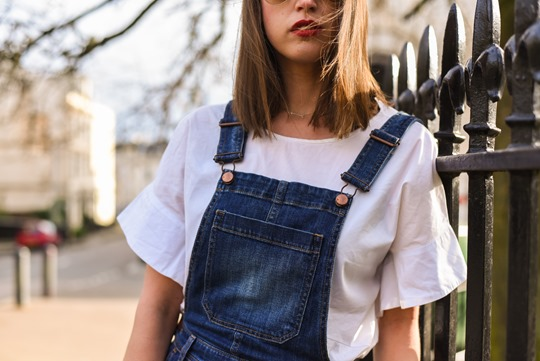 Karl Robot shopper bag & H&M Trend cropped overalls - Thankfifi street style-8