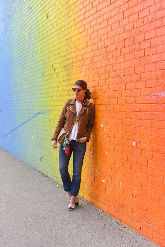 Ombre rainbow grafitti wall, Dumbo, Brooklyn - Thankfifi travel style-3