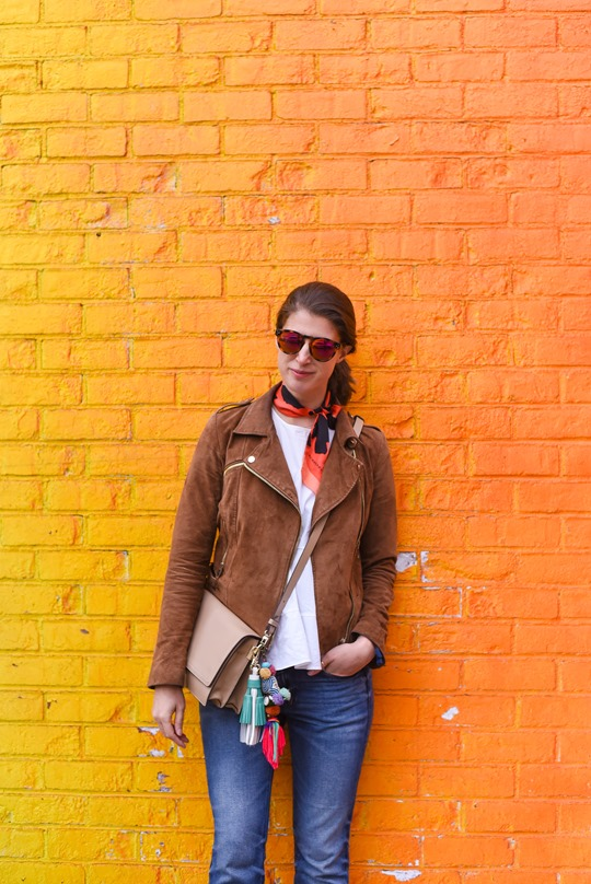 Ombre rainbow grafitti wall, Dumbo, Brooklyn - Thankfifi travel style-4