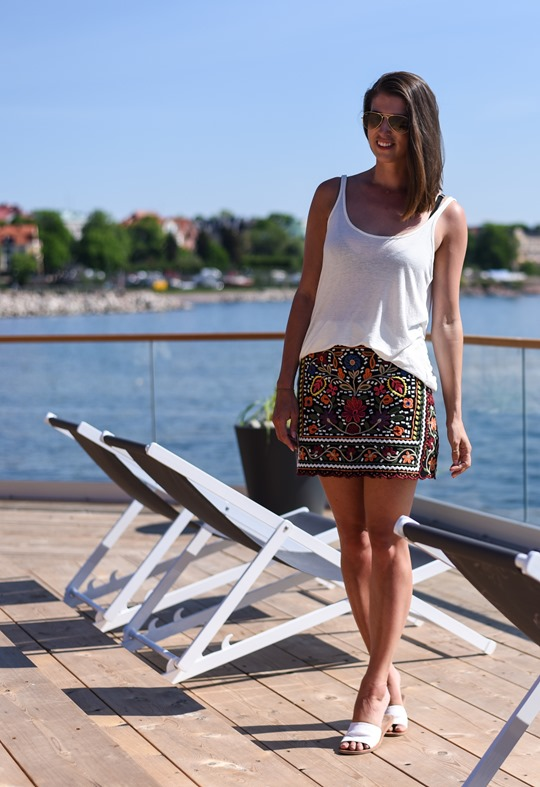 Zara embroidered floral mini skirt Loyly Helsinki - Thankfifi Scottish travel blog-3