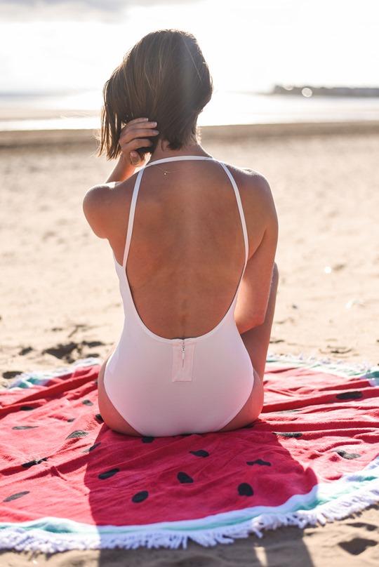 Missguided white swimsuit & round watermelon towel - Thankfifi Scottish fashion blog-7