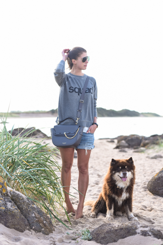American Eagle squad sweatshirt - Thankfifi Scottish travel blog-2