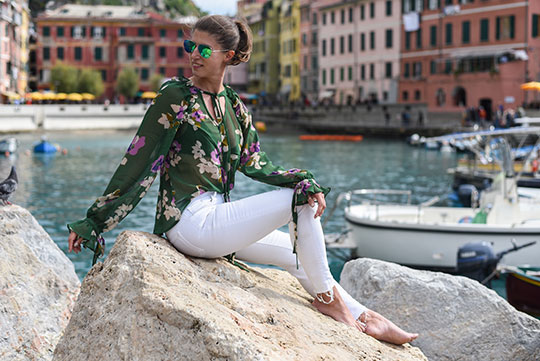 asos-green-floral-ruffle-blouse-vernazza-harbour-thankfifi-scottish-travel-blog-1