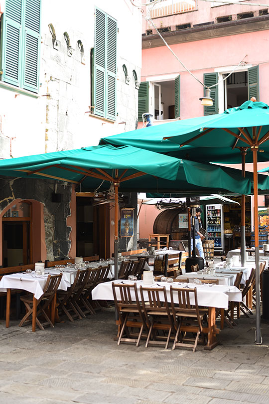 monterosso-old-town-cinque-terre-day-trip-travel-guide-thankfifi-scottish-travel-blog-3