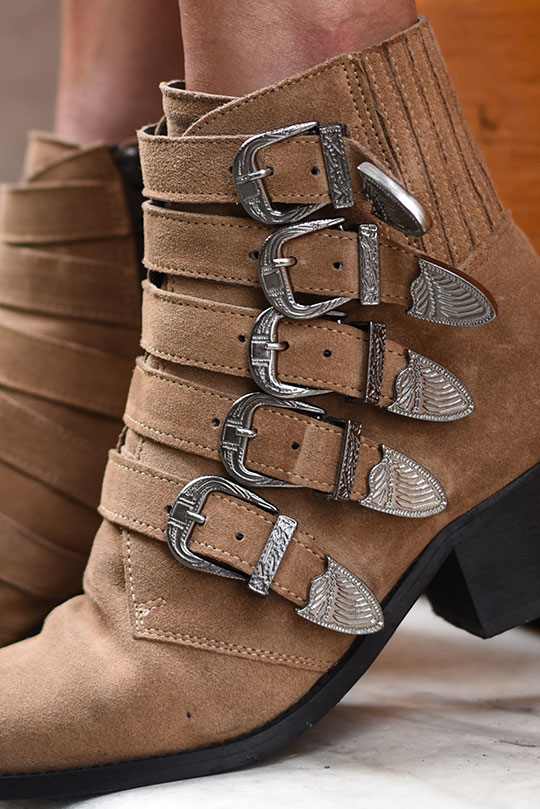 pavement-western-buckle-boots-from-zalando-sestri-levante-thankfifi-scottish-travel-blog-1