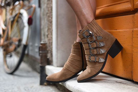 pavement-western-buckle-boots-from-zalando-sestri-levante-thankfifi-scottish-travel-blog-2