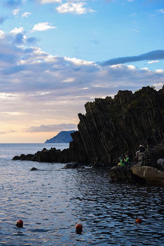 riomaggiore-at-sunset-cinque-terre-day-trip-travel-guide-thankfifi-scottish-travel-blog-3