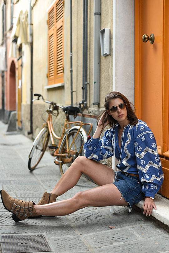 ukrainian-balloon-sleeve-blouse-sestri-levante-thankfifi-scottish-travel-blog-3