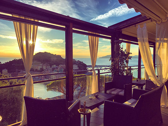 vis-a-vis-rooftop-bar-sunset-in-sestri-levante-thankfifi-scottish-travel-blog