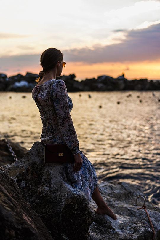 reiss-nyla-midi-dress-riomaggiore-at-sunset-thankfifi-scottish-fashion-blog-11