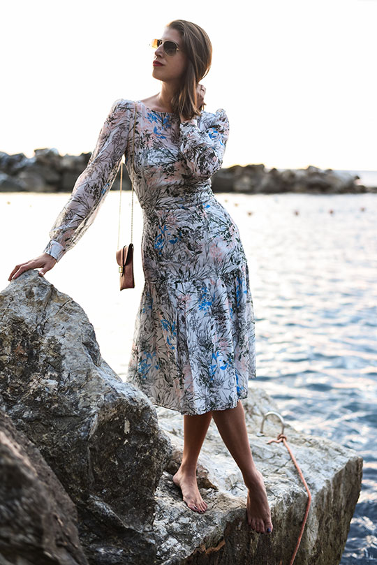 reiss-nyla-midi-dress-riomaggiore-at-sunset-thankfifi-scottish-fashion-blog-14