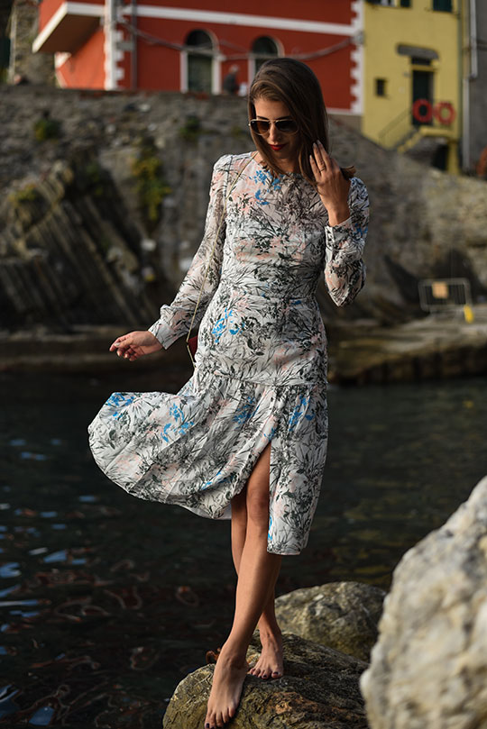 reiss-nyla-midi-dress-riomaggiore-at-sunset-thankfifi-scottish-fashion-blog-7