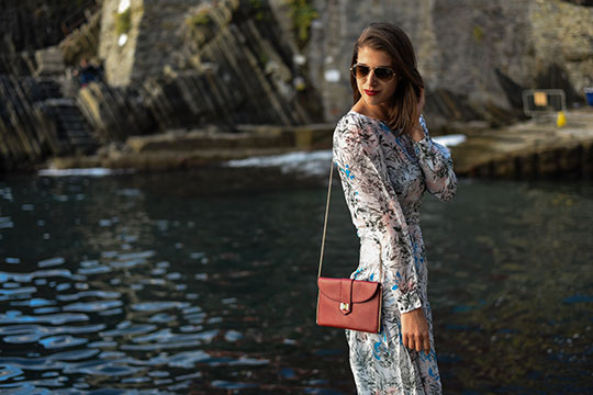 reiss-nyla-midi-dress-riomaggiore-at-sunset-thankfifi-scottish-fashion-blog-8
