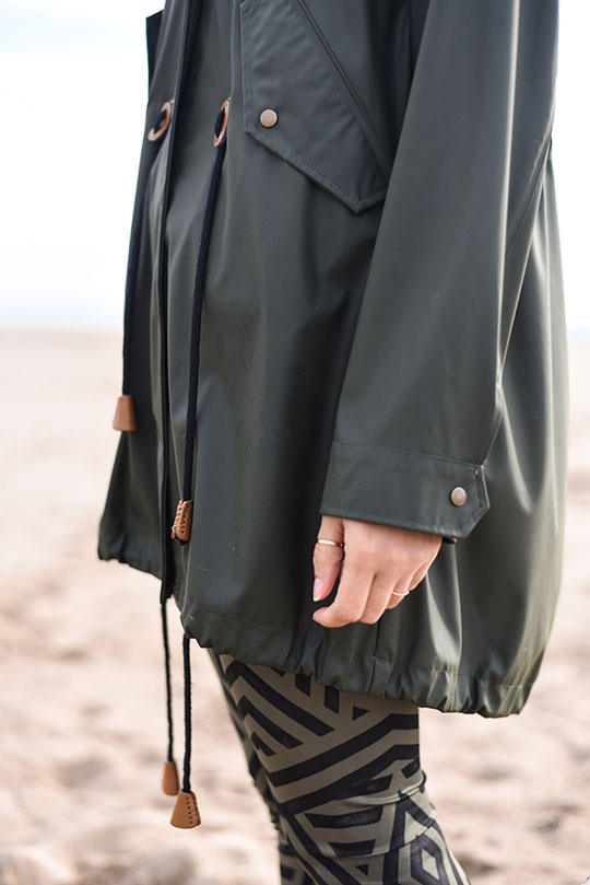 Lululemon-leggings,-Sweaty-Betty-tank-&-Zara-raincoat,-Tentsmuir-beach---Thankfifi-Scottish-travel-blog-7